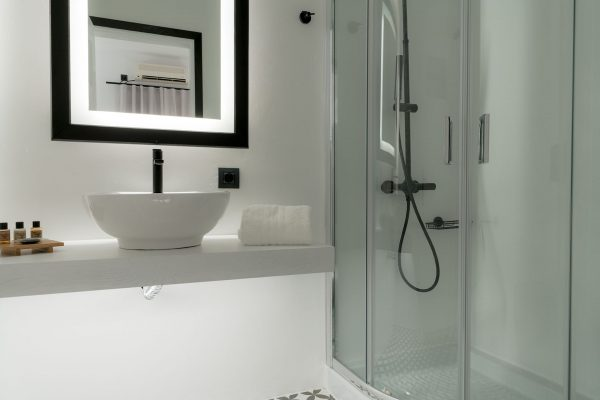 family travel apartment bathroom and shower room 8