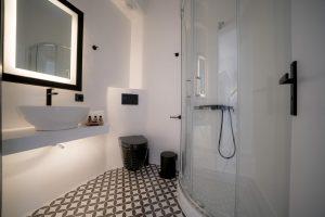 divelia-hotel-bathroom