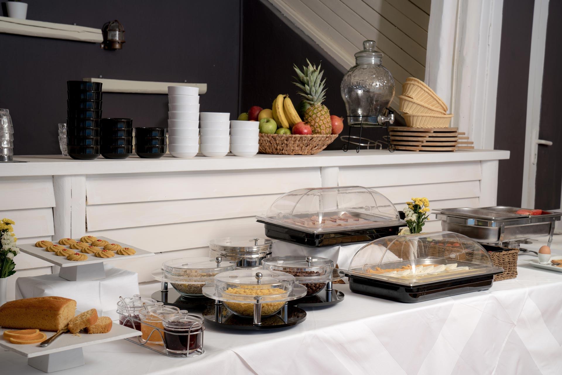 divelia-hotel-breakfast